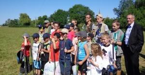Participants et le maire, Vincent HULOT à la fête de la pêche Bernay-en-Champagne,