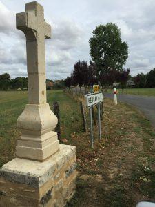 """Croix de """"Bordigné"""" à Bernay-en-Champagne, restaurée en 2016"""