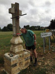 """Restauration de la croix de """"Bordigné"""" à Bernay-en-Champagne"""